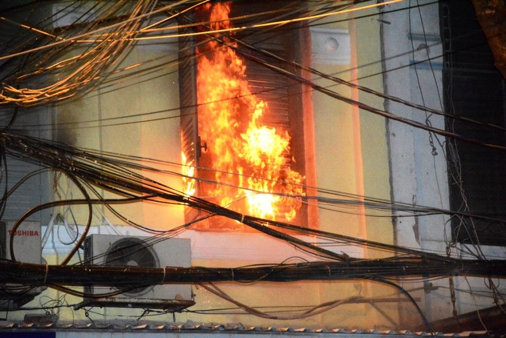 Xử lý chung cư bị cháy do nổ điện